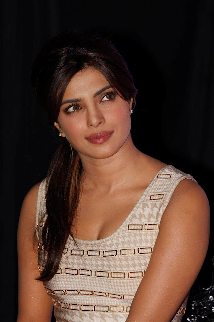 Priyanka Chopra hot clleavage