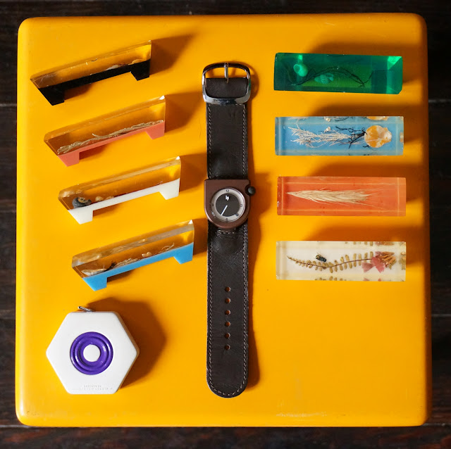 montre Lip écusson  Roger Tallon  1975  portes couteaux 60s   résine mètre ruban   70s Lip watch , 1960s  perspex inclusion knife rest   tape mesaure 1970s vintage clear lucite