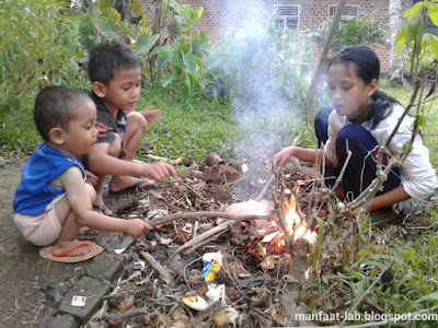 Mencintai alam melalui gemar membakar plastik