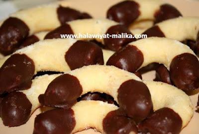 هلاليات جوز الهند بالشوكولاته