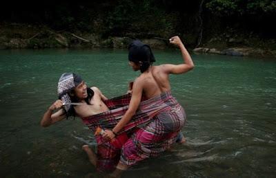 Si Gajang Laleng Lipa – Tradisi Mengerikan Suku Bugis