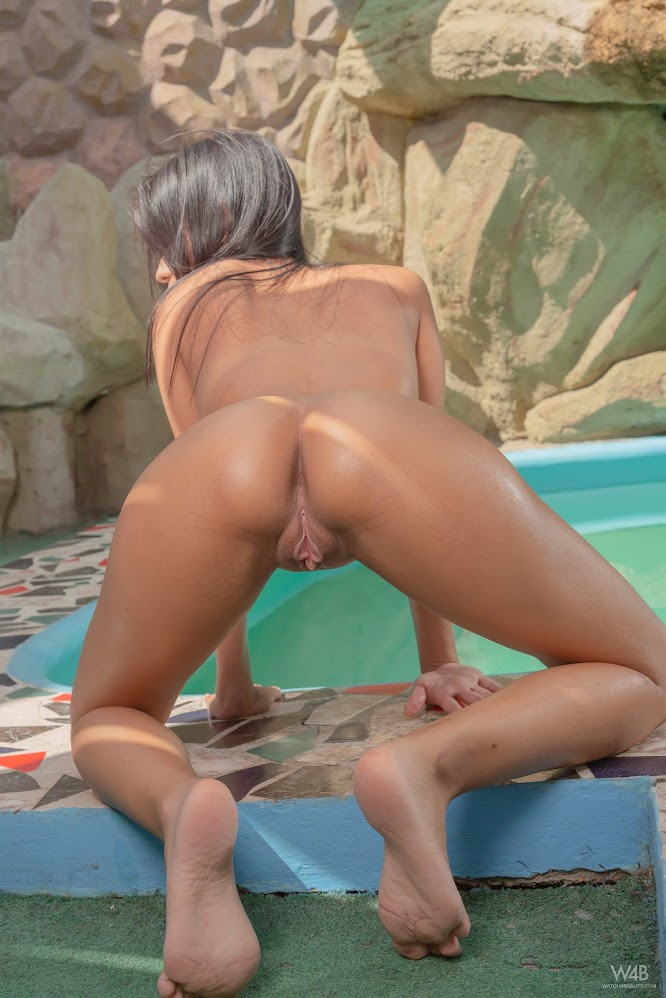 title2:Watch4Beauty Karin Torres Dance By The Pool - Girlsdelta