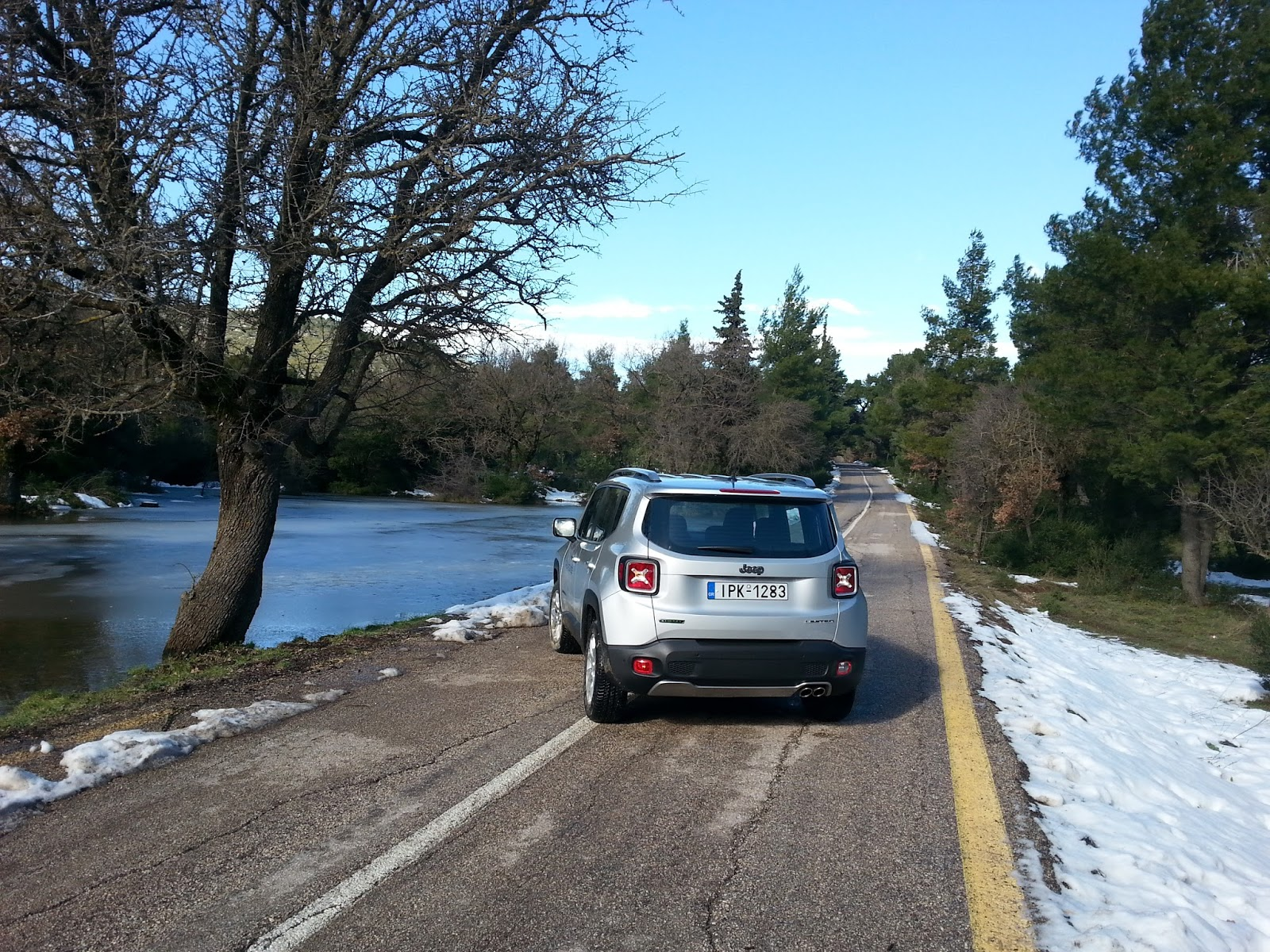 f6 Ρίχνουμε ένα Jeep Renegade σε λάσπη, χιόνι, χώμα