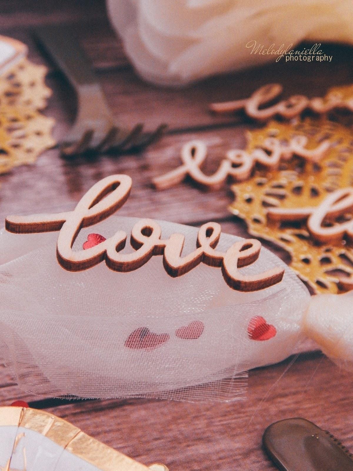 4 partybox stroje dekoracje gadżety na imprezy na urodziny na rocznice na ślub na wesele zaręczyny ozdobne talerze ozdobne sztućce dodatki wystrój wnętrz konfetti balony love tiul dekoracyjny złote dodatki