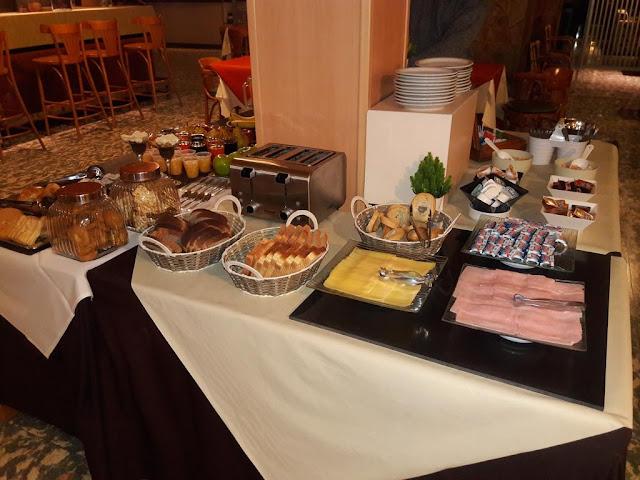 Café da manhã no Hotel Nutibara em Mendoza