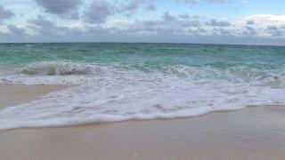 ombak di pantai