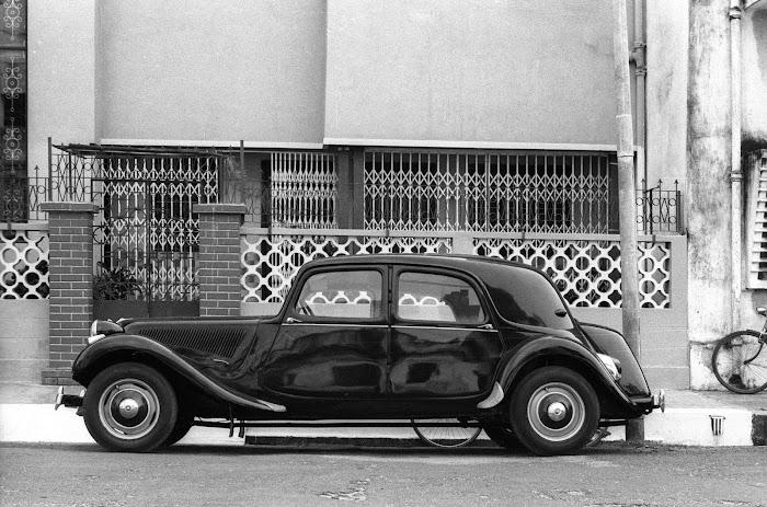 Pondichéry, traction citroën, rue de la Marine, © L. Gigout, 1990