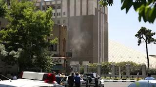 En el doble ataque al parlamento y el mausoleo del ayatolá Khomeini murieron 13 personas el miércoles, mientras que otras cuatro fallecieron de sus heridas el jueves. También cayeron cinco de los seis terroristas iraníes miembros de una célula del ISIS