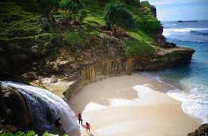 Pantai Banyu Tibo Pacitan-image anekatempatwisata.com