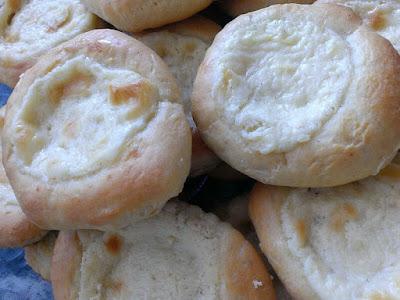 Wypieki drożdżowe z serem