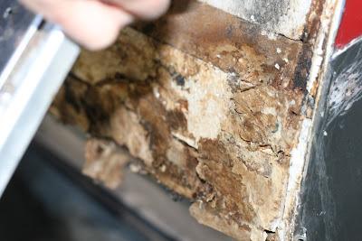 Infiltration d'eau Soyez vigilant !!! Faite vos inspections rigoureusement 11-12-2011+Water+Damage+005