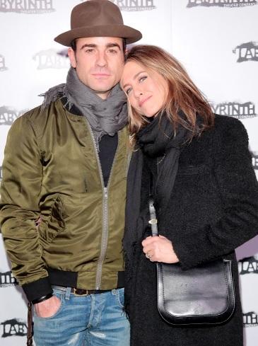 Foto de Jennifer Aniston apoyada en Justin Theroux
