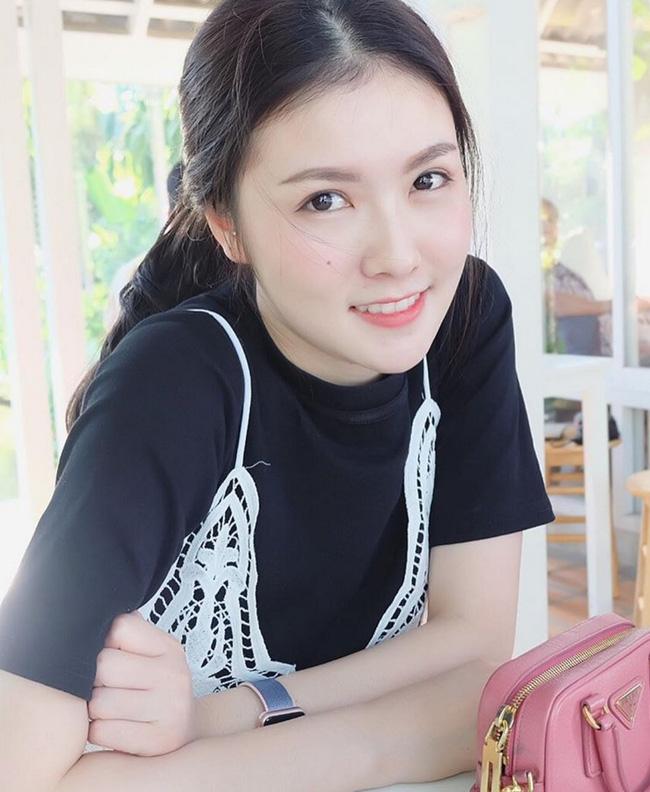Hotgirl Thái Lan Maypimm trong trang phục một cô điều dưỡng