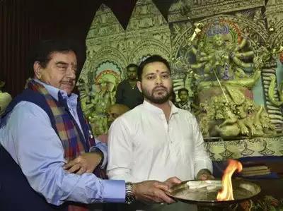 दुर्गा पूजा के अवसर पर दिखी शत्रुघ्न सिन्हा की तेजस्वी के लिए चापलूसी