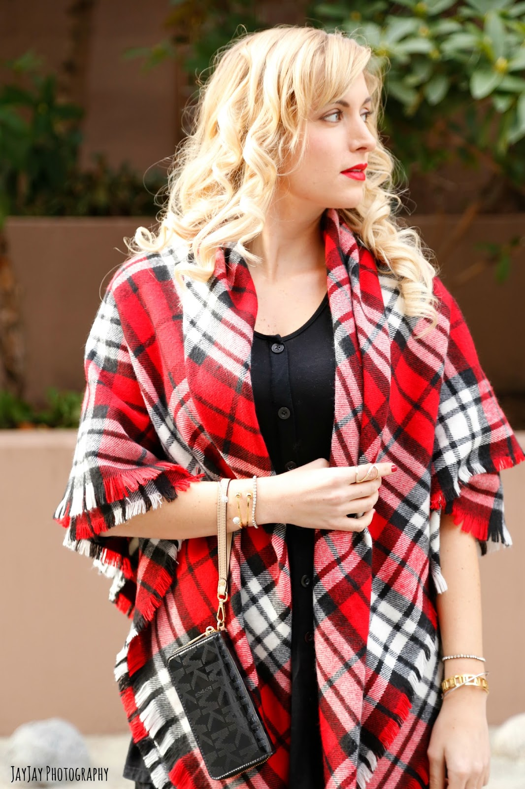 how-to-style-a-red-blanket-scarf