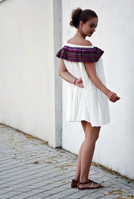Outfit-Vestido-Blanco-volante-rayas-3
