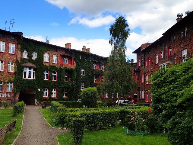 Katowice są naprawdę zielonym miejscem! (na zdjęciu familoki na Nikiszu)