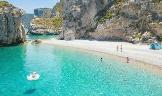 124 σκαλοπάτια: Τόσα πρέπει να κατέβεις για να φτάσεις στον Παράδεισο της Ελλάδας