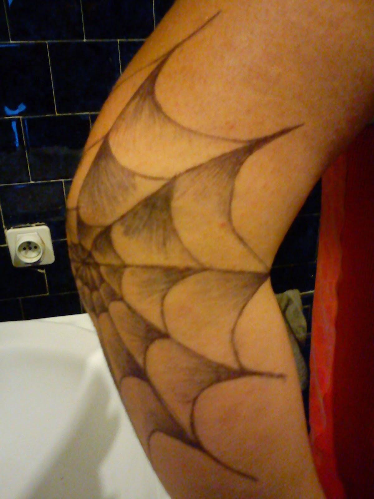 freestyle tattoo toile d 39 araign e. Black Bedroom Furniture Sets. Home Design Ideas