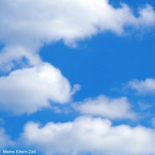 Blauer Himmel. Weiße Wölkchen