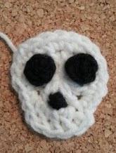 http://translate.googleusercontent.com/translate_c?depth=1&hl=es&prev=/search%3Fq%3Dhttp://crafterchick.com/gavins-dinosaur-friend-beanie-hat-crochet-pattern/%26safe%3Doff%26biw%3D1429%26bih%3D984&rurl=translate.google.es&sl=en&u=http://crafterchick.com/easy-unisex-skull-applique-crochet-pattern/&usg=ALkJrhipo97tG1dPQwY9vmOsp501qqZteA
