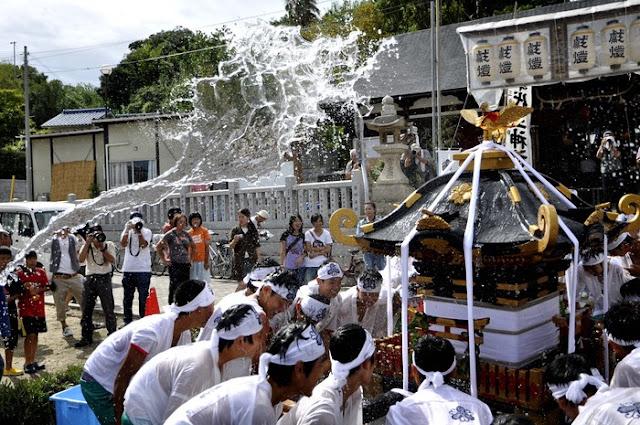 Mizukake Matsuri (water battle festival), Awaji, Hyogo