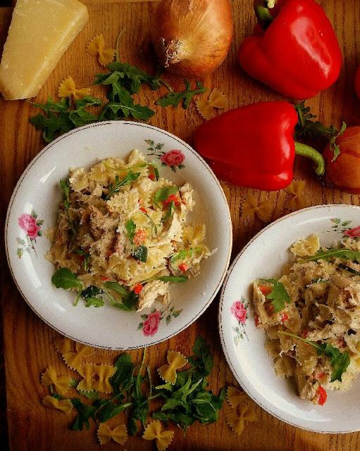 Makaron w kremowym sosie z kurczakiem i kurkami / Creamy Pasta with Chicken and Chantarelle Mushrooms