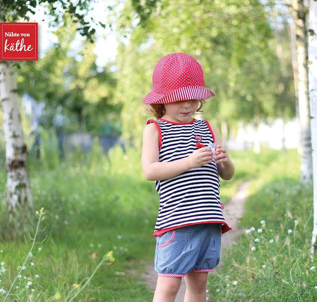 Shirt Valencia von Rosarosa, Shorts Tuula von Meine Herzenswelt, Sommerhut Happy von Rosarosa