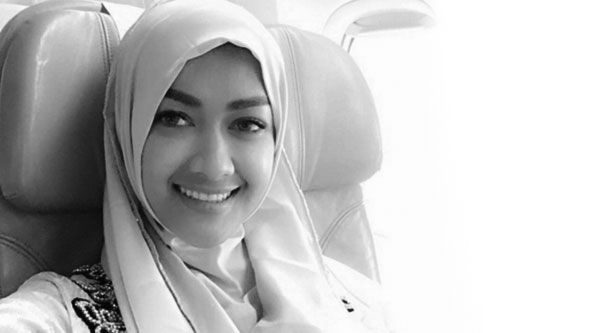 Perginya bintang kontroversi Indonesia