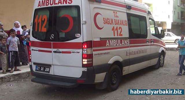 DİYARBAKIR-Diyarbakır'ın Bismil ilçesine bağlı Türkmenhacı köyünde arazi tapulaştırma anlaşmazlığı nedeniyle Yaşar ailesi ile Kahraman ailesi arasında silahlı, taşlı-sopalı kavgada 12 kişi yaralandı.
