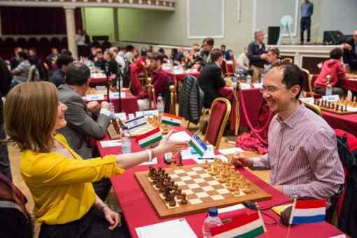 La joueuse d'échecs hongroise Anna Rudolf s'est logiquement inclinée face à l'Ouzbek Rustam Kasimdzhanov lors de la première ronde de l'édition 2017 du tournoi de l'Ile de Man - Photo © site officiel