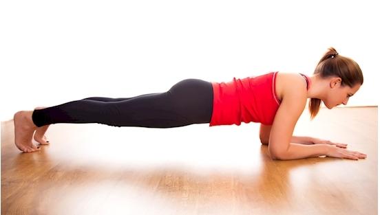 cara mengecilkan perut dengan senam plank