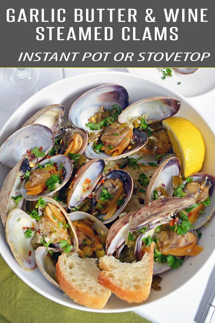 STEAMER CLAMS WITH BUTTER, GARLIC AND WHITE WINE SAUCE