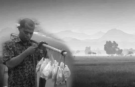 Kisah Perjuangan Pedagang Kerupuk Keliling Yang Membuatmu Takjub