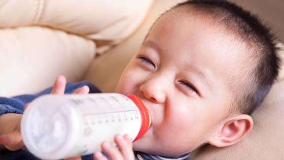 Bibik Tergamak Letak Air Kencing Dalam Susu Anak Majikan