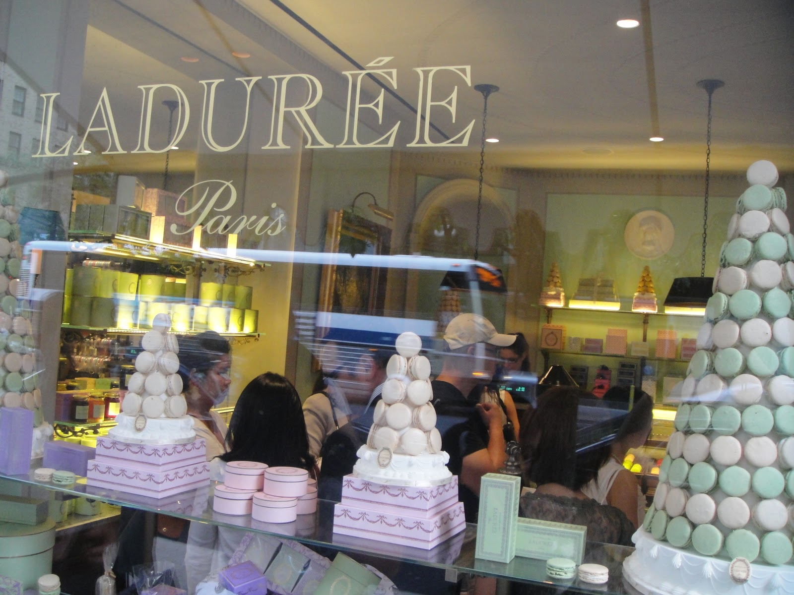 FOODYHOLIC'S Choice: LADUREE - French macarons