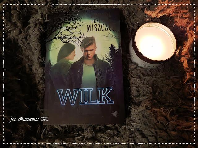 """Małe miasteczko Wolftown i niebezpieczna tajemnica - """"Wilk"""" Katarzyny Bereniki Miszczuk [WILK #1]"""