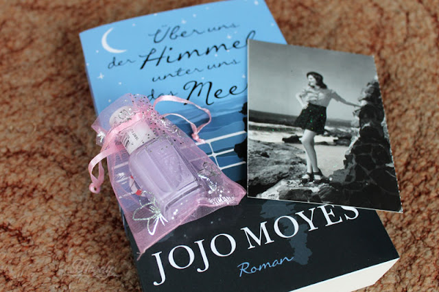 Gewonnen - Über uns der Himmel, unter uns das Meer von Jojo Moyes & essie Nagellack 'lilacism'