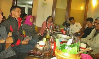 Alumni STIKI 88 DI Ayam Goreng Tenes Malang 3