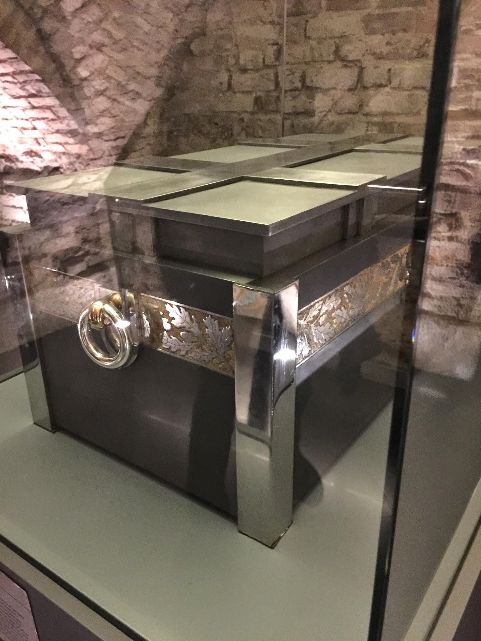 Sarkofagas Vytautui Didžiajam katedros požemiuose