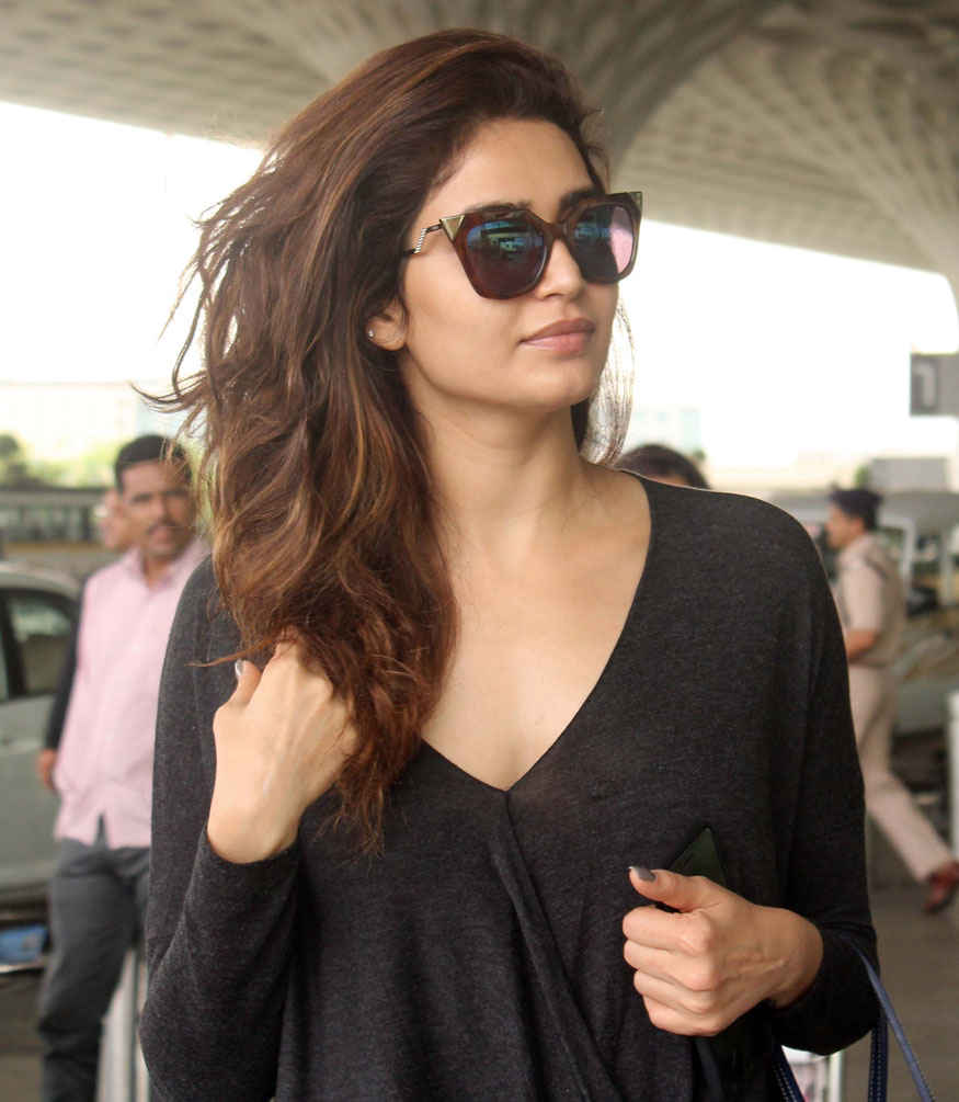 Karishma Tanna Snapped at Mumbai Airport