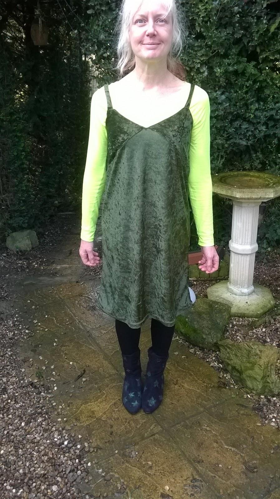 https://brackencrafts.blogspot.com/2017/01/80-velvet-slip-dress.html