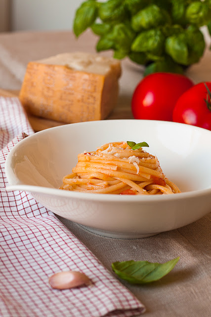 Špageti sa svježim paradajzom