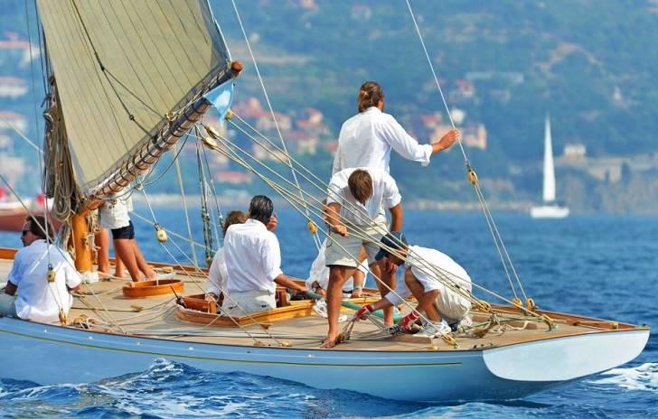 Nikmati Liburan Wisata Dengan Yacht, Apakah Anda Sudah Menikmati Kenyamananya ?