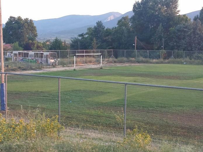 Η Περιφέρεια Θεσσαλίας κατασκευάζει κερκίδες στο αθλητικό κέντρο Σούρπης