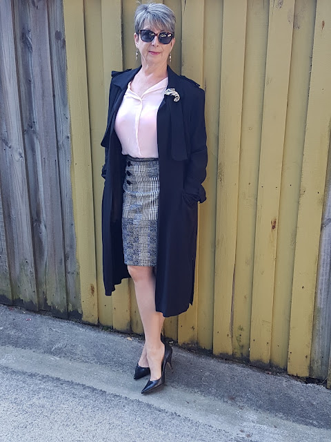 Pink blouse-pencil skirt-black pumps-black duster coat