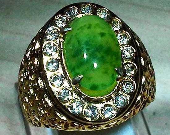 15. Batu Akik Green Safir