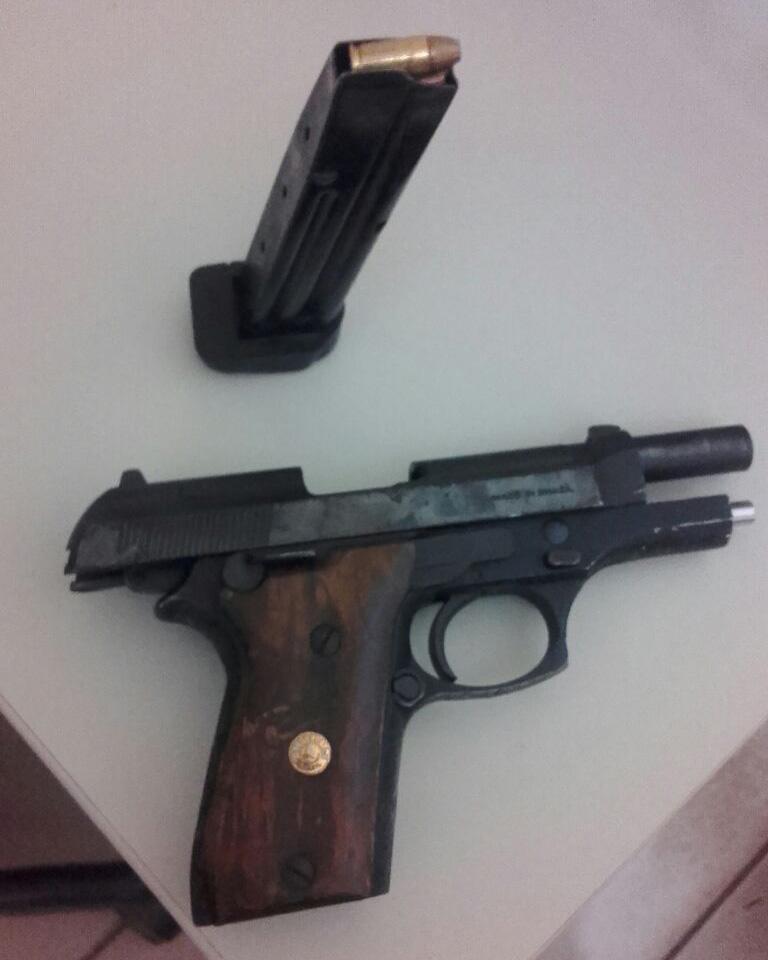 mulheres flagradas com pistola 765 permanecem presas