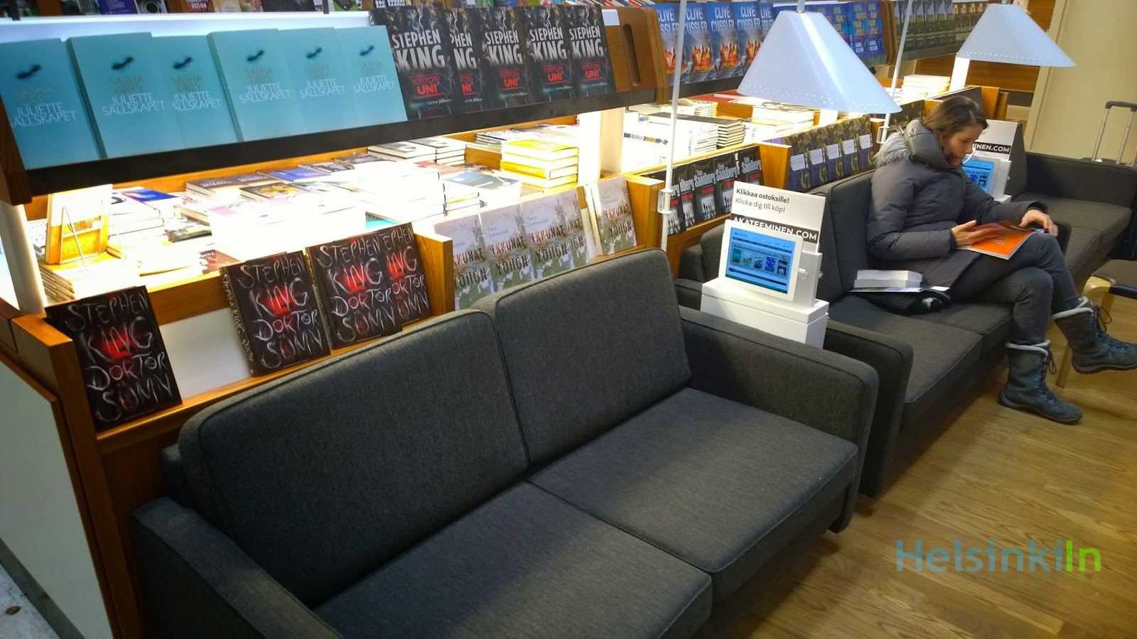 Reading sofas at Akateeminen