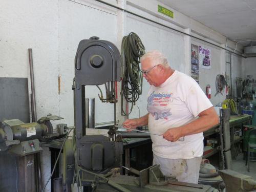 cutting a metal rod